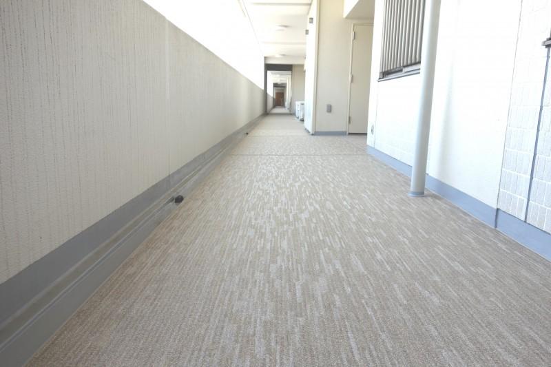 No.301 開放廊下の床が新しくなりました